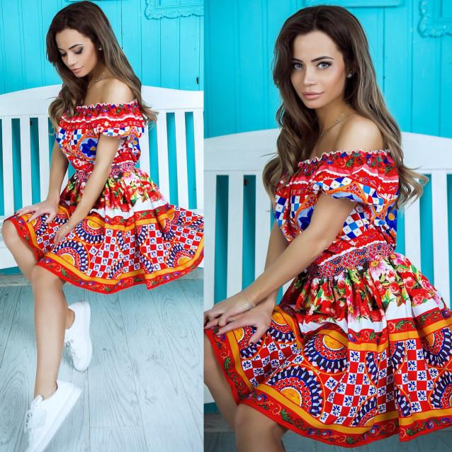 Платье яркое с открытыми плечами 10853