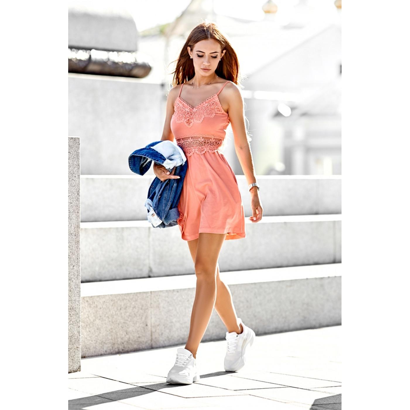 Яркое летнее платье из гипюра 6852