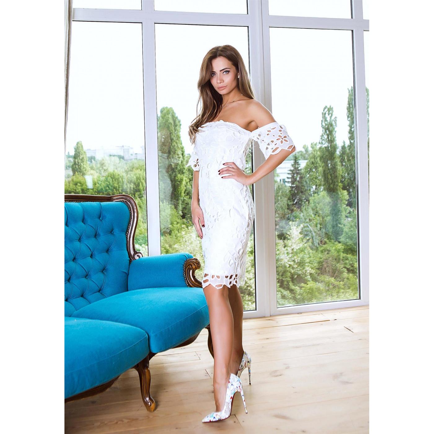 Очаровательное платье с открытым верхом 214-0