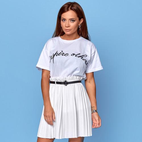 Белая футболка с надписью 18559
