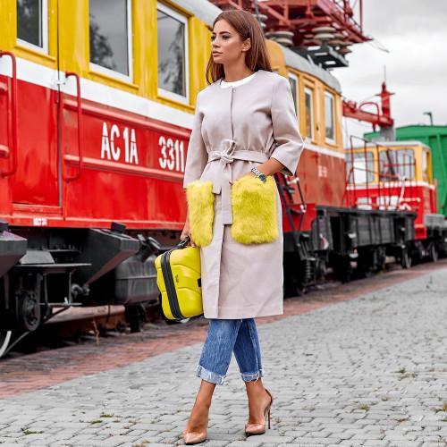 Пальто с яркими меховыми карманами из кролика 10607-1