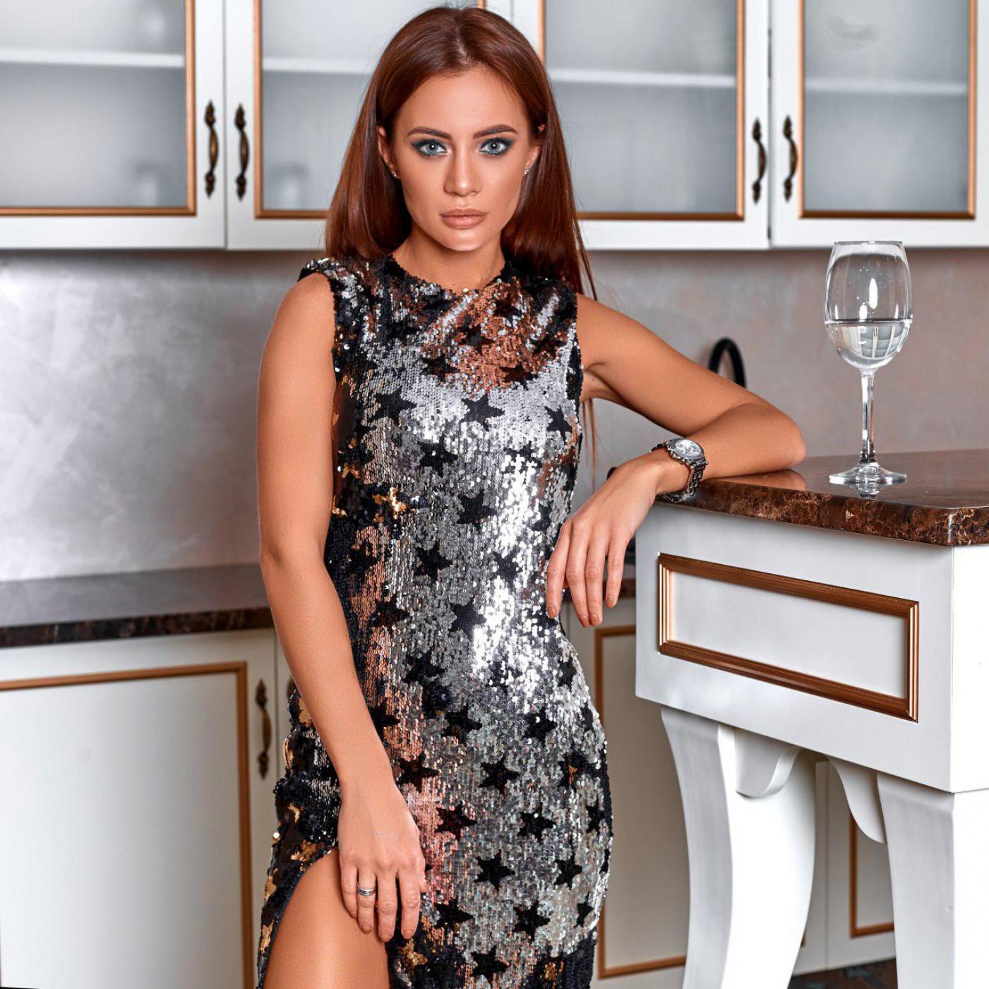 Платье нарядное с пайетками 10945