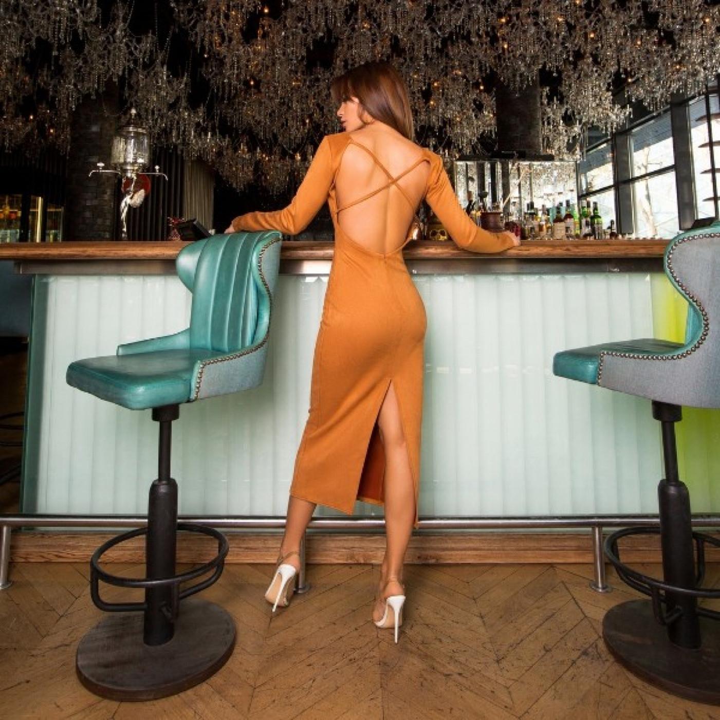 Замшеве плаття з відкритою спиною 11188