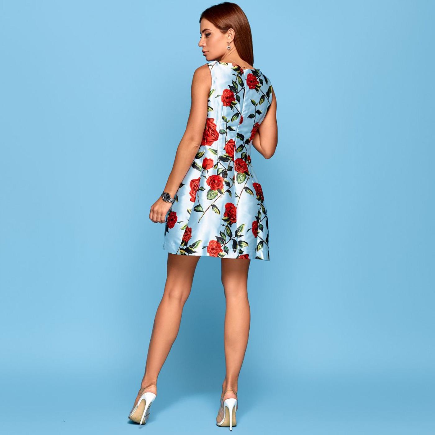 Яскрава сукня в трояндах 10527