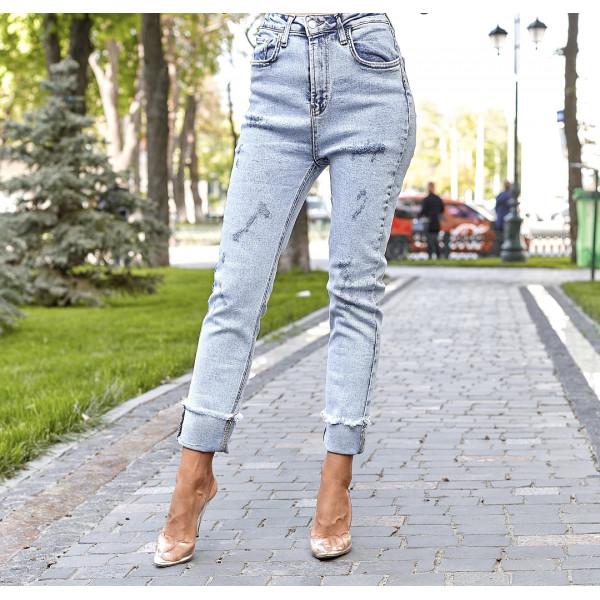 Світлі джинси облягають 3768