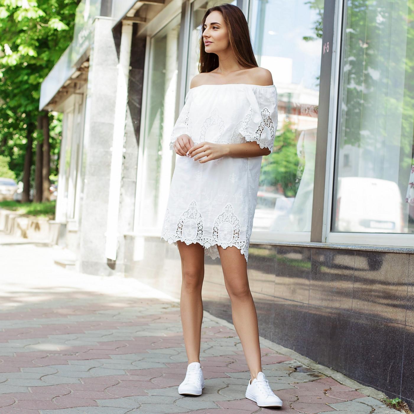 Платье гипюровое со спущенными плечами 576-1
