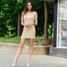 Короткое гипюровое платье с открытой спиной 00005129