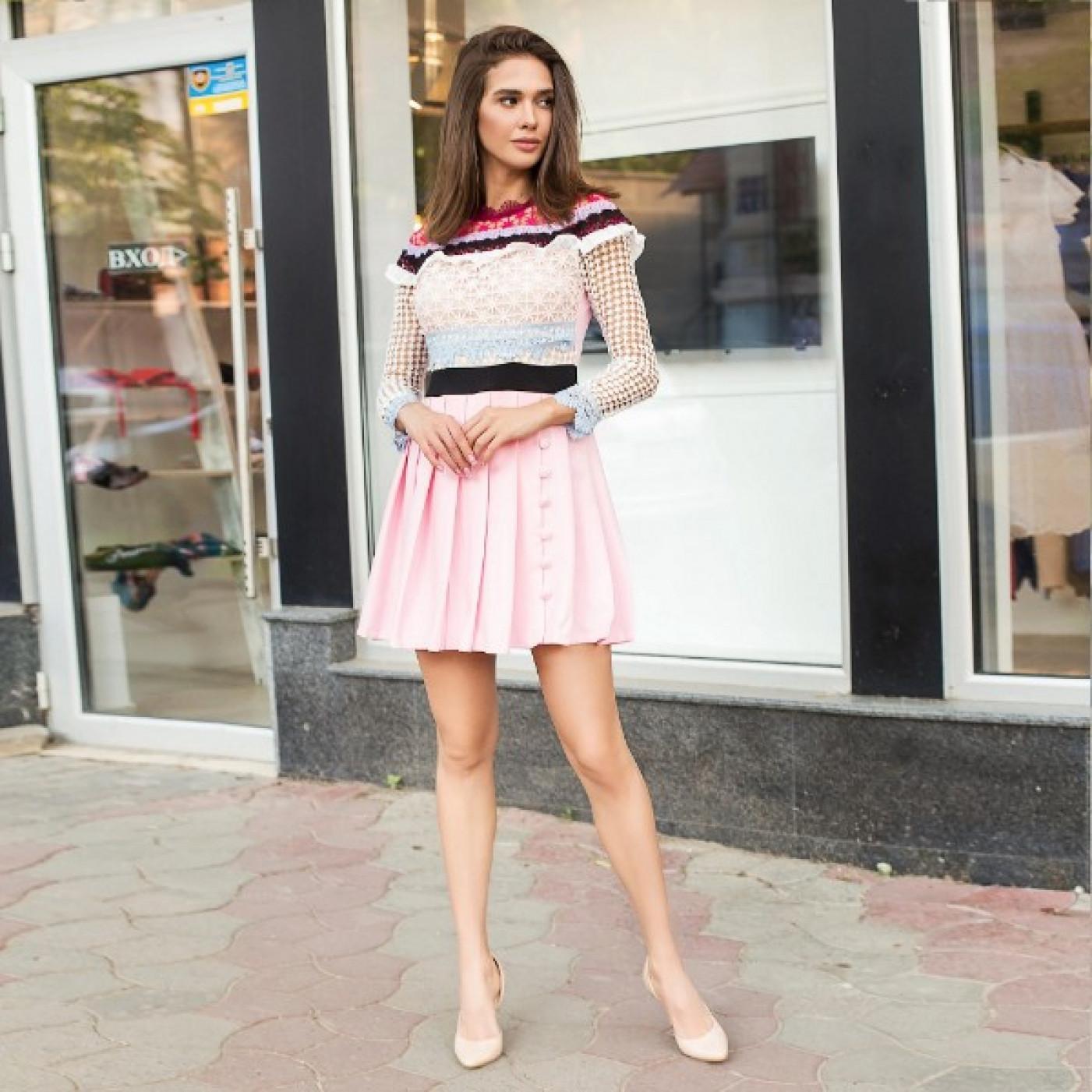 Яскраве гипюровое плаття з кольоровими смужками 5623