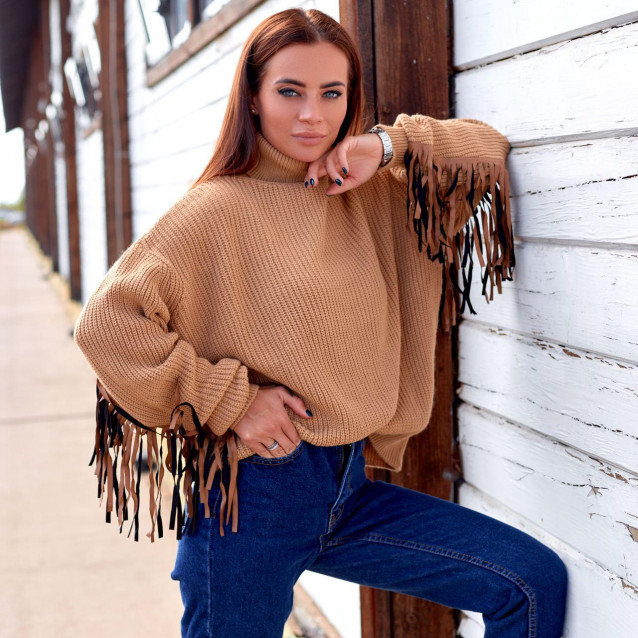 Стильный свитер с рюшей 190151